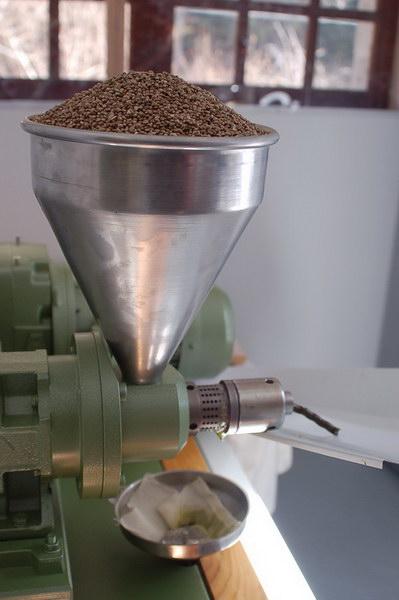 pressage-graine-chanvre-recolte-farine-huile-chanevis